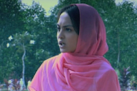 Sara Ali sebagai Johanna Hassan